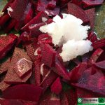 Rote Bete mit Kokosöl in der Pfanne